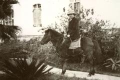Reisen: Wilhelm Maisch zu Pferd / Travelling, Wilhelm Maisch on horseback