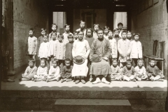 Heidnische Schule Wongsin Lyungwo / Pagan school in Wongsin Lyungwo