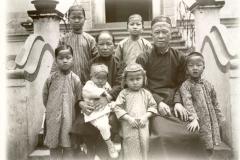 Honyen: Pfarrfamilie / Honyen, clergyman's family